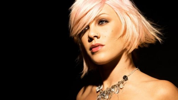 Traduzione testo Here Comes the Weekend Pink Eminem