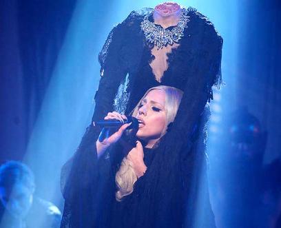 Lady Gaga travestita